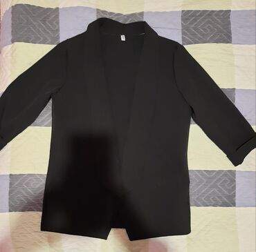 Продаю женский набор : классические штаны и жакет. Размер 46