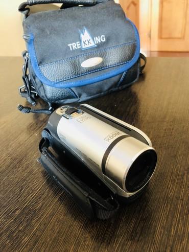 фотоаппарат canon 10d в Кыргызстан: Продаю видеокамеру Саnon. Б/У. Товар находится в нижнем джале. Торг во