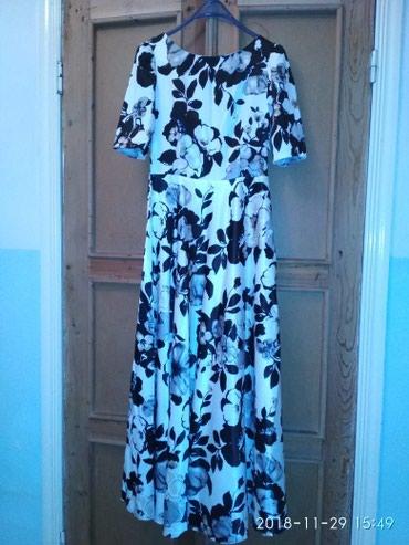Платье. новое. в пол. 44 размер. атлас плотный. в Бишкек