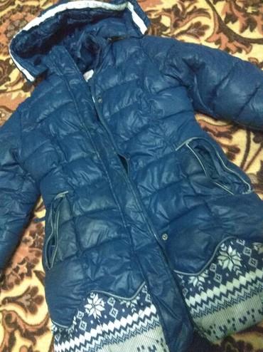 детская куртка в Кыргызстан: Детская Девочковая зимняя куртка для 6-8 лет. Очень тёплая. Практическ