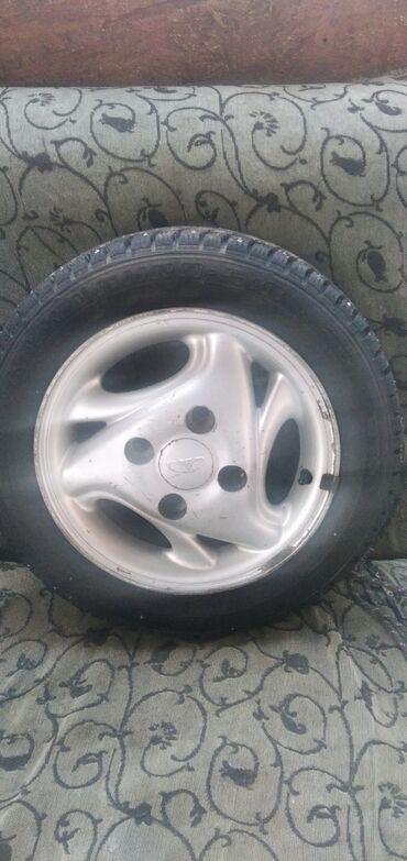 диска 13 в Кыргызстан: Зимняя резина. Шипованная с дисками на Матиз. Почти новая. 12000 с