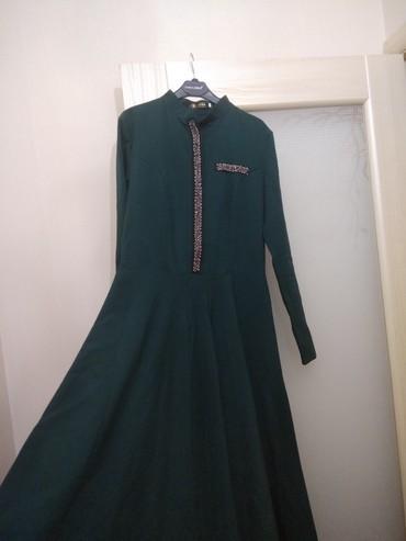 Продаю женское длинное платье размер 46 очень красиво сидит фасон