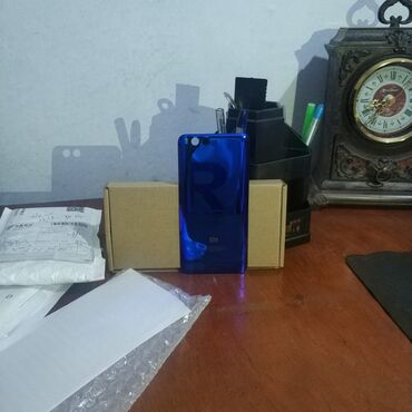 защитные ролеты в Кыргызстан: Крышка mi 6продаю заднюю крышку на xiaomi mi 6, синяя расцветка, очень