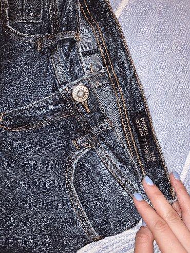 джинсы размер xs в Кыргызстан: Продаю брендовые джинсы o'stin. Размер указан на фото. Есть белые пятн
