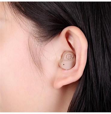 Очень маленький и почти невидимый слуховой аппарат . подходит на оба у