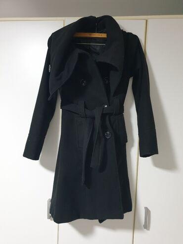 Palete - Srbija: Crni zimski kaputić s/mCrni kaputić, s/m veličina, sa prelepom kragnom