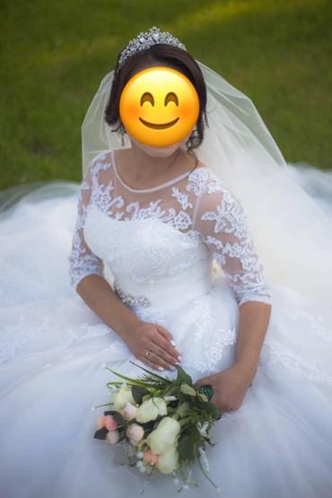 Свадебные платья и аксессуары в Каинды: Продаётся свадебное платье на миниатюрную девушку рост 160-165 размер