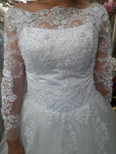 свадебные платья in Кыргызстан   МАТЕРИНСКИЕ ПЛАТЫ: Свадебное платье, очень нежное, фатиновая юбка,рукав. Можно одеть с