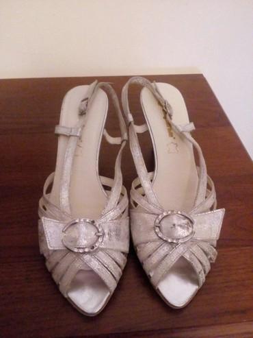 Ženske Sandale i Japanke - Crvenka: Sandale kozne, srebrno dizajnirane, nove br 37,5. Cena 750,00 din