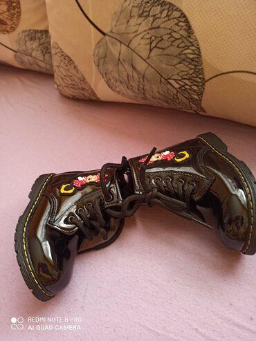 Duboke,blago postavljene cipele Dužina unutrašnjeg gazišta je 14cm(na