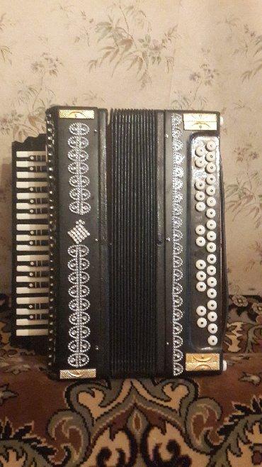 Bakı şəhərində Zakaz qarmon qrifleri ile yeni yigilmis qarmon satilir. Sesine gore