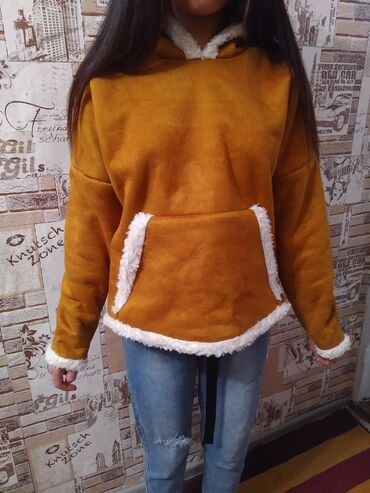Продаются женские куртки в виде толстовки оптом и в розницу. Доставка
