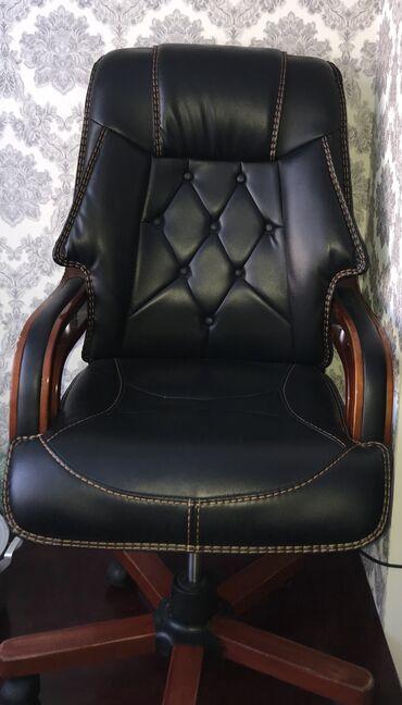 кресло для офиса в Кыргызстан: СРОЧНО нужны деньги продаю президентское офисное компьютерное кресло