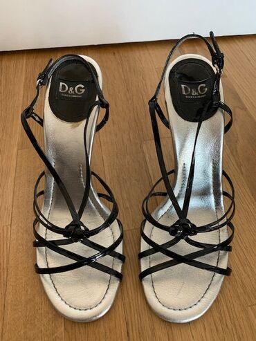 Dolce&Gabbana originalne sandale sa crnim lakovanim kaisicima, sre