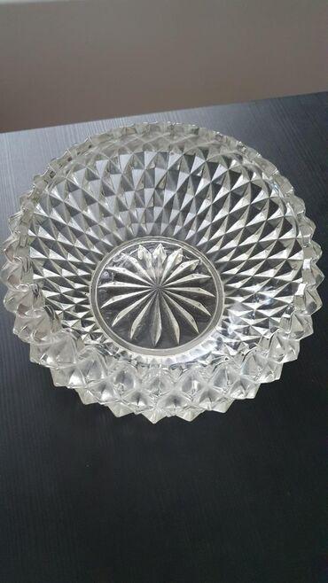 Kristalna činija, širina otvora 14,5cm dubina 7cm. Težina 0,8kg