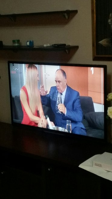 Philips-xenium-x126 - Srbija: Tv philips smart 120 ekran sa svim mogućim dodacima i ulazima