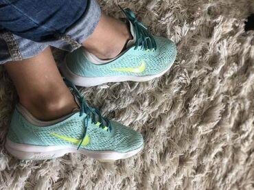 Nike patike - Srbija: Patike su dobijene na poklon, dva puta su samo obuvene jer su mi male