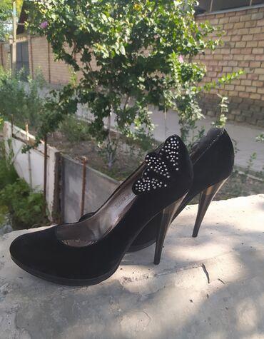 Классные замшевые туфли в хорошем состоянии. Размер 37,5-38. Отдам за