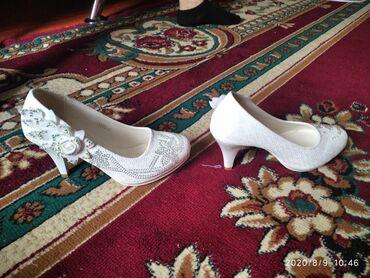 Женская обувь в Чолпон-Ата: Продам свадебные туфли один раз только носила