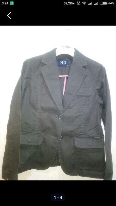 46 р. Жен. пиджак класс., с длинным рукавом, карманы с клапанами на