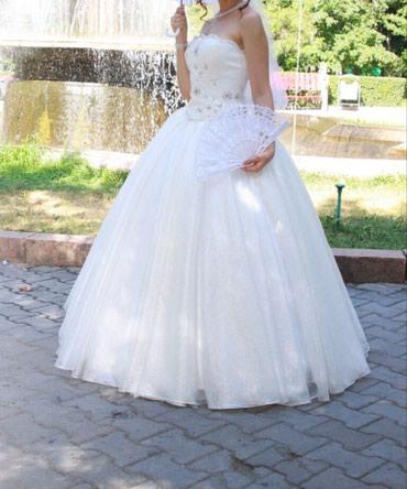 Свадебные платья и аксессуары - Бишкек: Свадебное платье + бонусыС корсетом, Размер 42-46Бонусом юбка, пачка