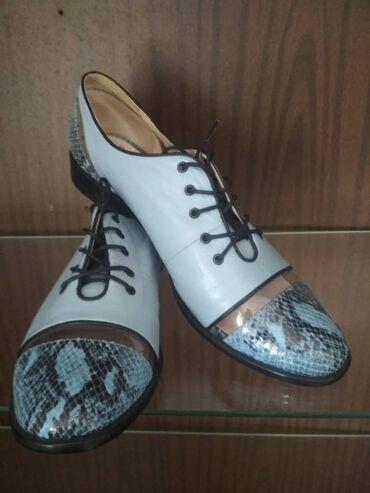 Личные вещи - Маловодное: Продаю молодёжные туфли нежно голубого цвета,кожа очень