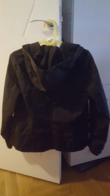 Beneton prelepa nova jakna, jednom nosena, skupo placene, velicina