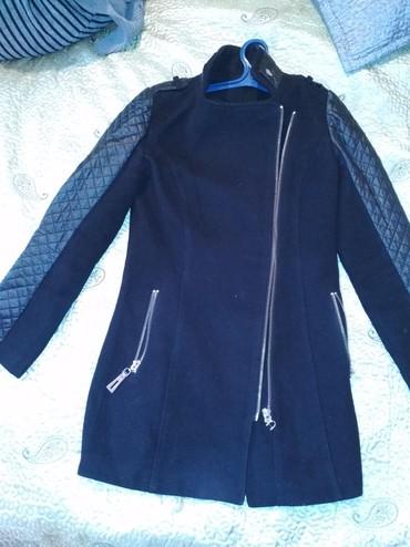Женская одежда в Балыкчы: Совсем новое пальто почти не одевала, размер 44-46 покупала за 2800