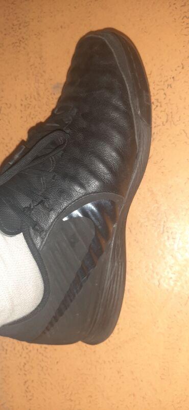 Продаю кроссовку для футбола, зальник. Nike оригинал, 42 размер