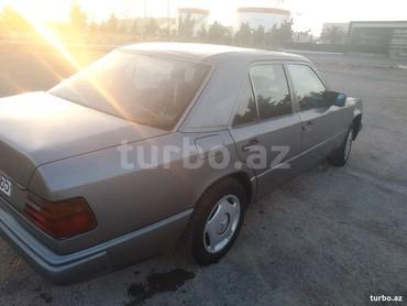 Bakı şəhərində Mercedes-Benz 220 1991