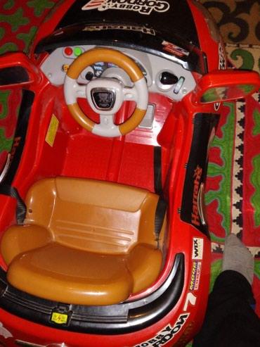пульт для машины в Кыргызстан: Детское авто состояние отличное с пультом толька с аккумулятор не