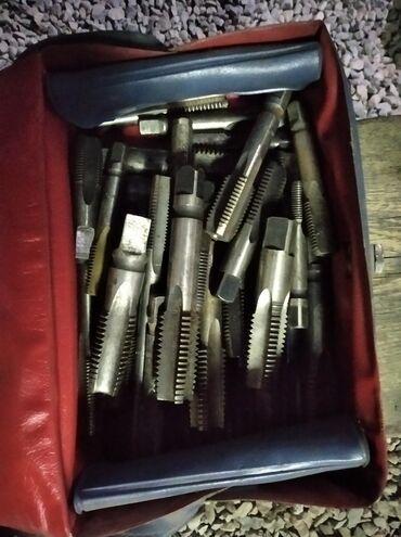 Трубные плашки, гаечные ключи, метрические плашки и метчики