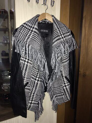 Продаю кожаную куртку (косуху) с шерстяным воротником Guess, размер