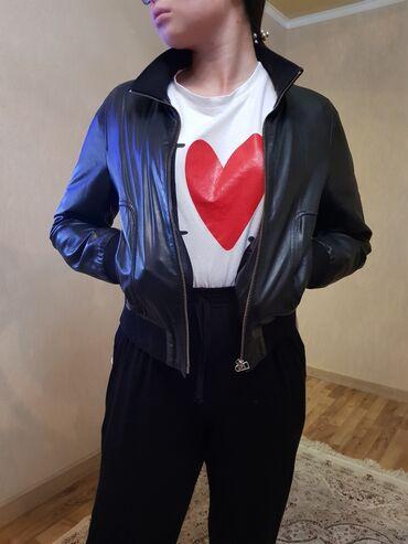 джостик для телефона в Кыргызстан: Кожаная куртка производство Турция, размер 42, почти новая, одевали не