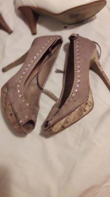 Sandale sa malom platformom, broj 37 stikla 10 cm, i bele cipele - Pozarevac