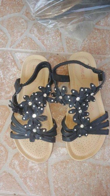 Sandale jako udibne br.37