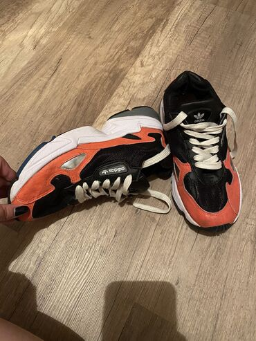 Продаю кроссовки Adidas 37р б/у состояние хорошее очень удобные и мя