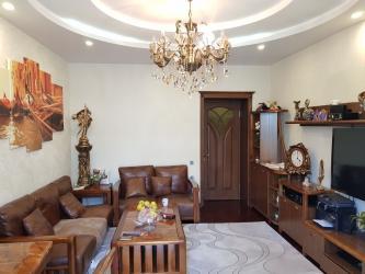 - Azərbaycan: Mənzil satılır: 2 otaqlı, 80 kv. m