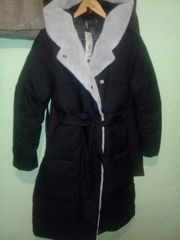 Продаю новую куртку размер XL очень теплая стильная