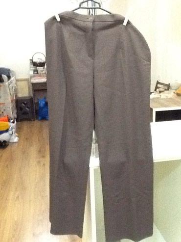 женские-брюки-новые в Азербайджан: Коричневые женские брюки новые размер 54 сзади на с двух сторон