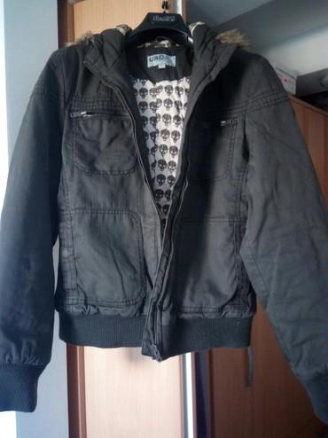 Kvalitetna jakna,univerzalna, skoro da nije nošena.Veličina L. Boja