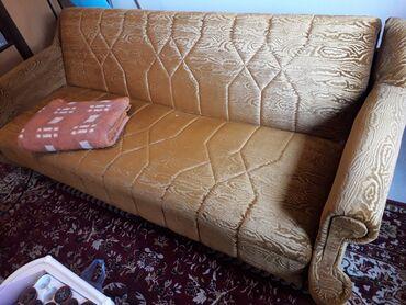 Nameštaj - Lazarevac: Kauč sa sandukom, jako dobro očuvan, žičano jezgro, udoban