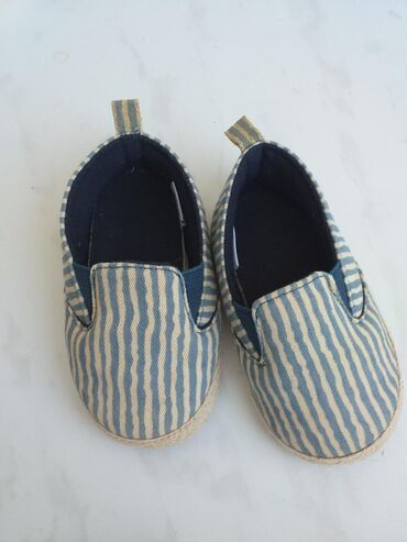 Uşaq ayaqqabıları Xırdalanda: Mothercareden alinib, geyinilmeyib tezedir