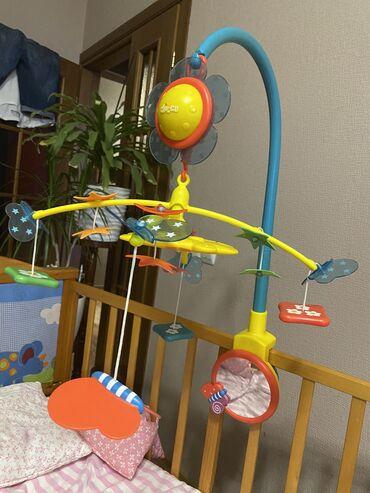 Игрушки - Бишкек: Продается музыкальная игрушка в кроватку. Chicco в отличном состоянии