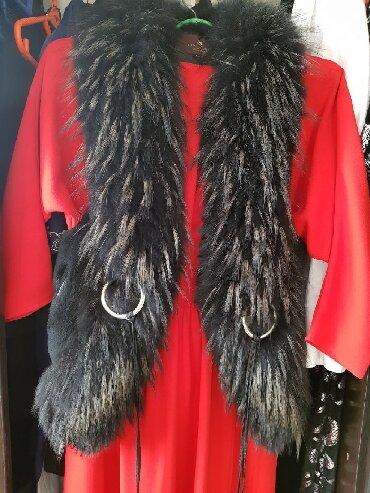 жилетка натуральный мех в Кыргызстан: Жилетка,натуральный мех, эксклюзивный фасон с отделками кожи. Размер м