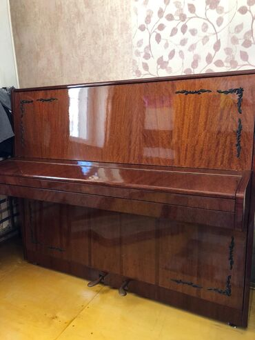 digital piano - Azərbaycan: Rusiyanın Vladimir firmasının pionosudur. Veziyyeti yaxşıdır. Qiymetde