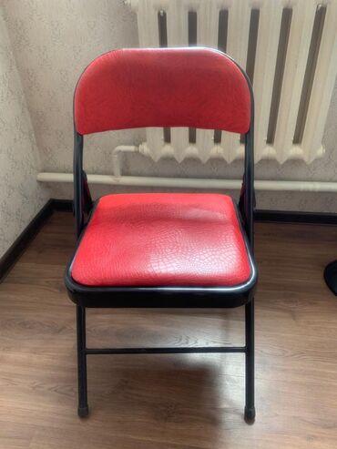 Срочно!!!!   продаю стульчики (высота 71, ширина 77 x 63)  Ещё есть