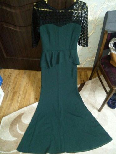 русалка в Кыргызстан: Продаю шикарное изумрудное платье с баской в форме русалки.Сидит на