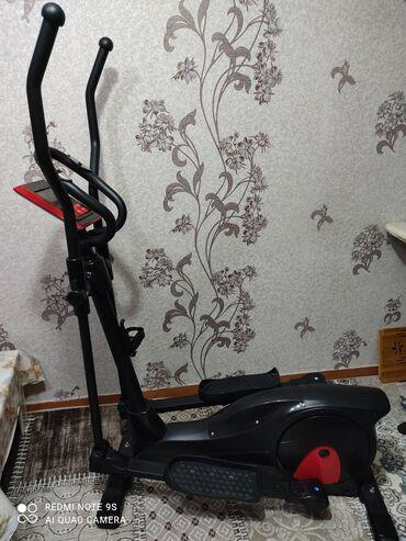 Спорт и хобби - Кировское: Продаю Эллиптический тренажёр в хорошем состоянии до 160 кг с мощным м