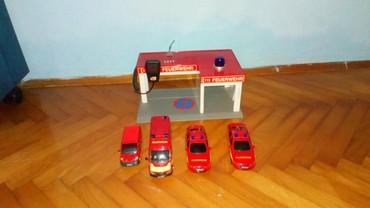 Gratis-komplet-l - Srbija: Komplet vatrogasne stanice sa autićima